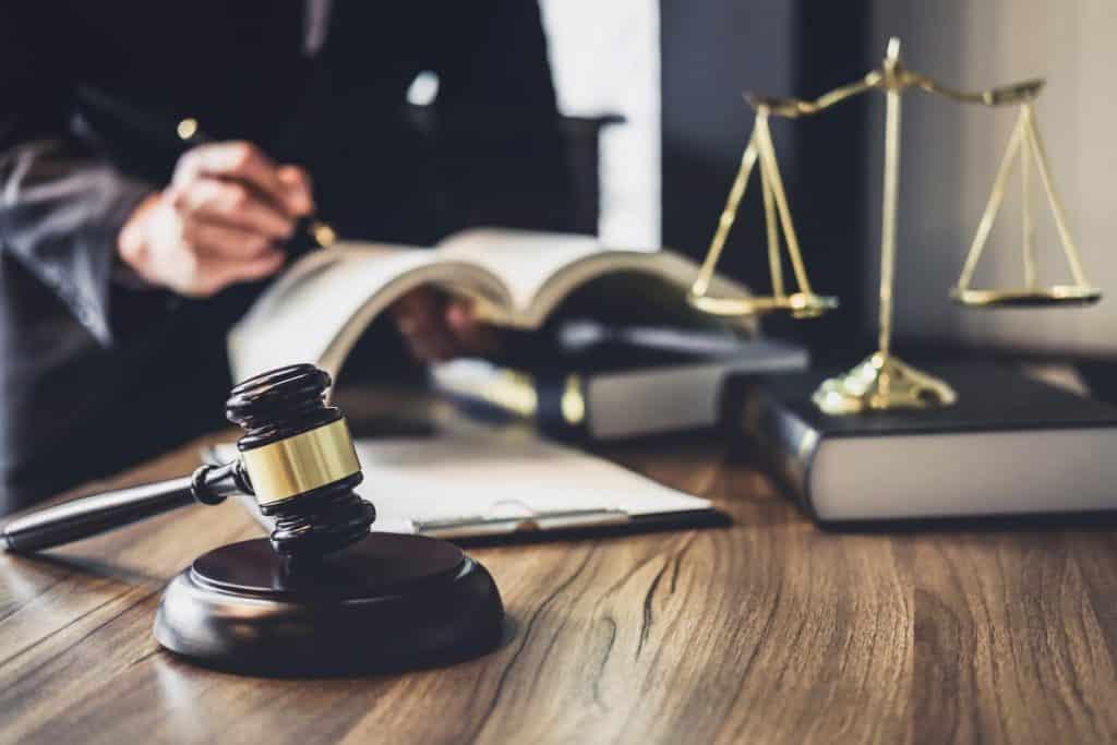 Dlaczego warto planować karierę zawodową prawnika?