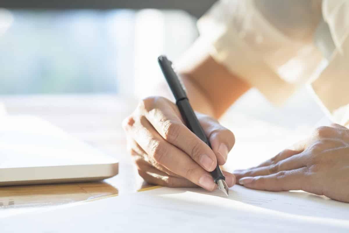 Jak napisać pozew? Jakie są obowiązkowe i dodatkowe elementy pozwu?