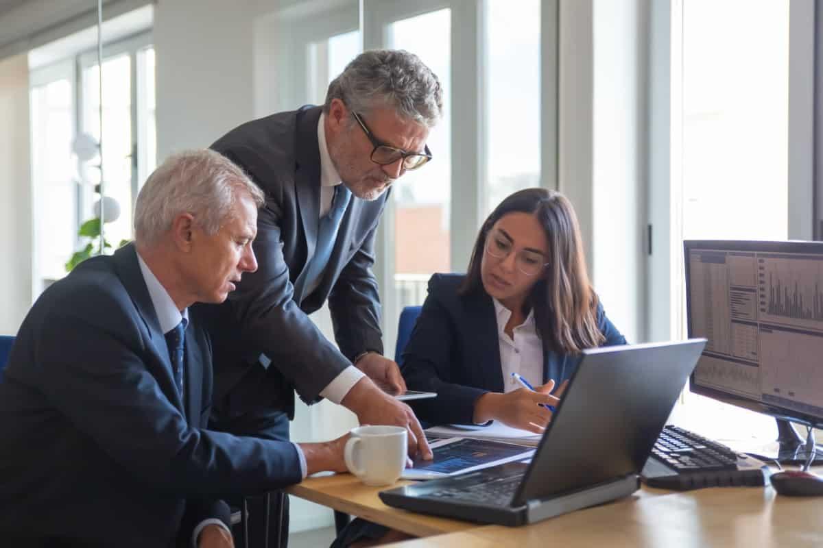 Czym jest mentoring dla prawników? Kto i dlaczego powinien poszukać swojego prawnego mentora?