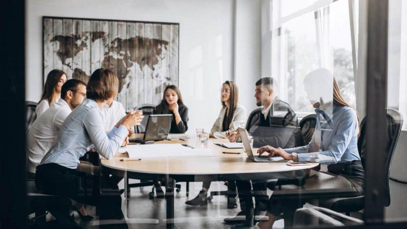 Jak skutecznie pozyskiwać i dbać o klientów do kancelarii prawnej?