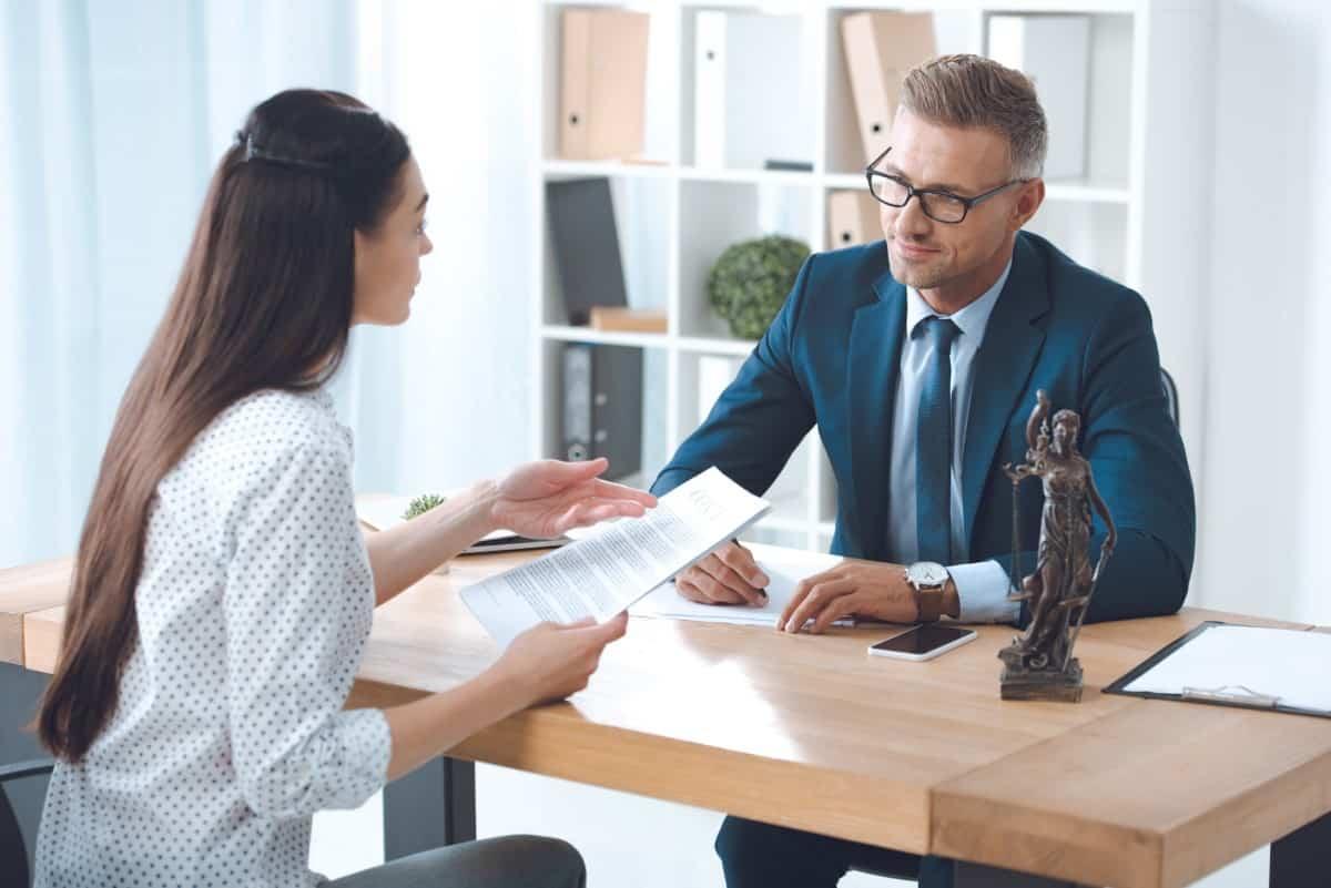 Komunikacja z klientem kancelarii prawnej – na czym polega i jak ją usprawnić?